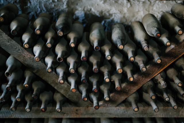 bouteilles de vin dans la cave